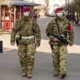 Mintegy kétszer annyi katona segíti a védekezést, mint tavasszal