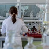 Új részletek a leállított, majd újraindított vakcinatesztről