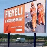 Óriásplakátokkal is védi dolgozóit a közútkezelő