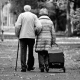Várhatóan a héten törölhetik el az idősek vásárlási sávját