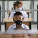 Gyermekorvos: az enyhe koronavírusos gyerekek még járhatnának iskolába