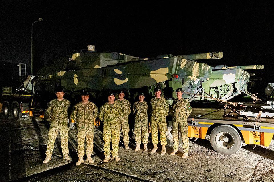 Megérkeztek hazánkba a honvédség első Leopárd-tankjai