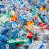 Az egyszer használatos műanyagokról is szavaz a parlament