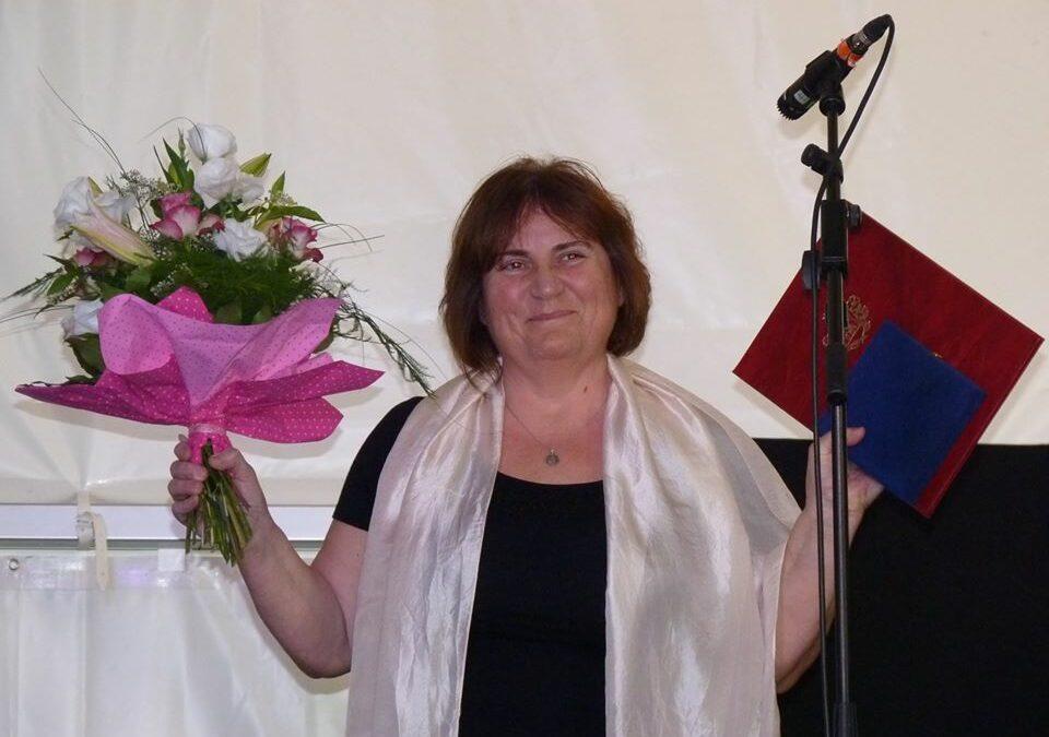 """Horváth-Dori Gabriella kapta a """"Biatorbágyért"""" kitüntetést"""