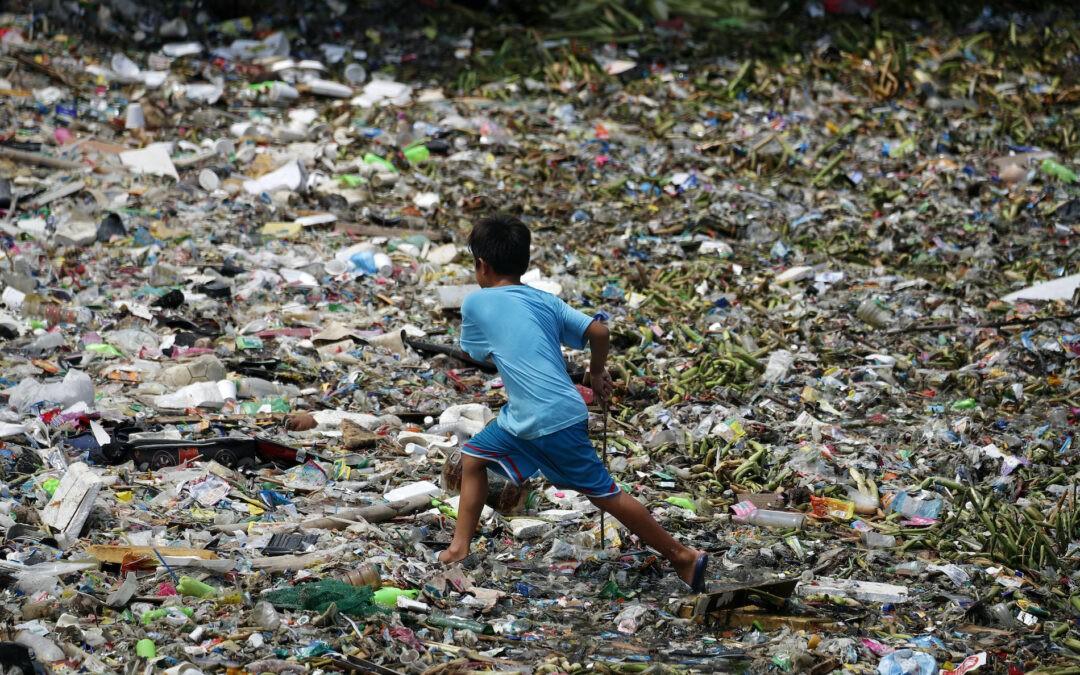 Szuperenzimet hoztak létre brit kutatók a műanyaghulladékok lebontására