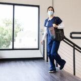 Ezek a kórházak jelentettek be látogatási tilalmat