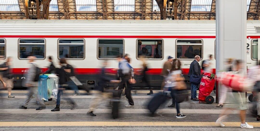 Vonattal a Népligetig