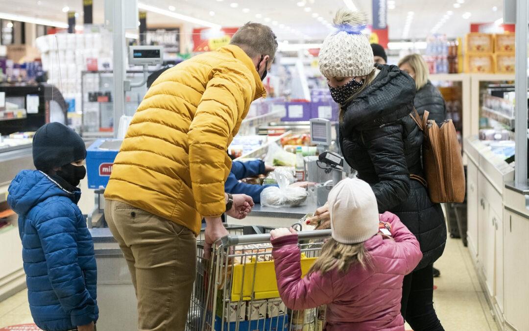 Korlátozhatják a vásárlási időt az üzletekben