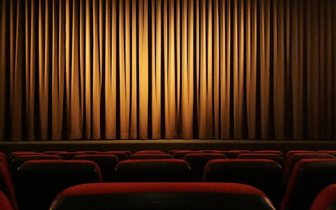 mozi, színház