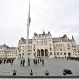 November 4. - Félárbócon a nemzeti lobogó az Országház előtt