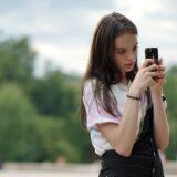 Sokszor a szülők teszik ki gyermekeiket az internetes bántalmazásnak