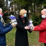 Ajándékcsomagokat kaptak a pulmonológiai intézet dolgozói