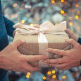Kézműves ajándékokból összeállított csomagok kerülnek a legrászorultabbak karácsonyfái alá