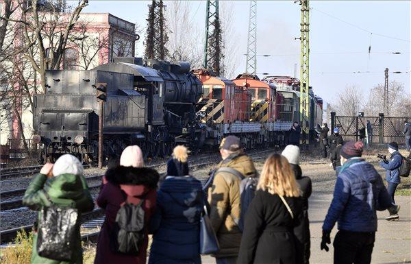 Öt különleges vasúti jármű érkezett a Közlekedési Múzeum új helyszínére
