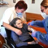 Hétvégén folytatódik az oltás az idősotthonokban