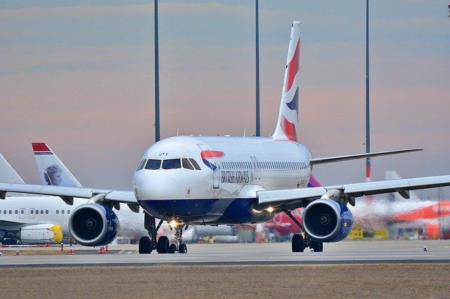 Kedd éjféltől érkezhetnek repülőjáratok az Egyesült Királyságból