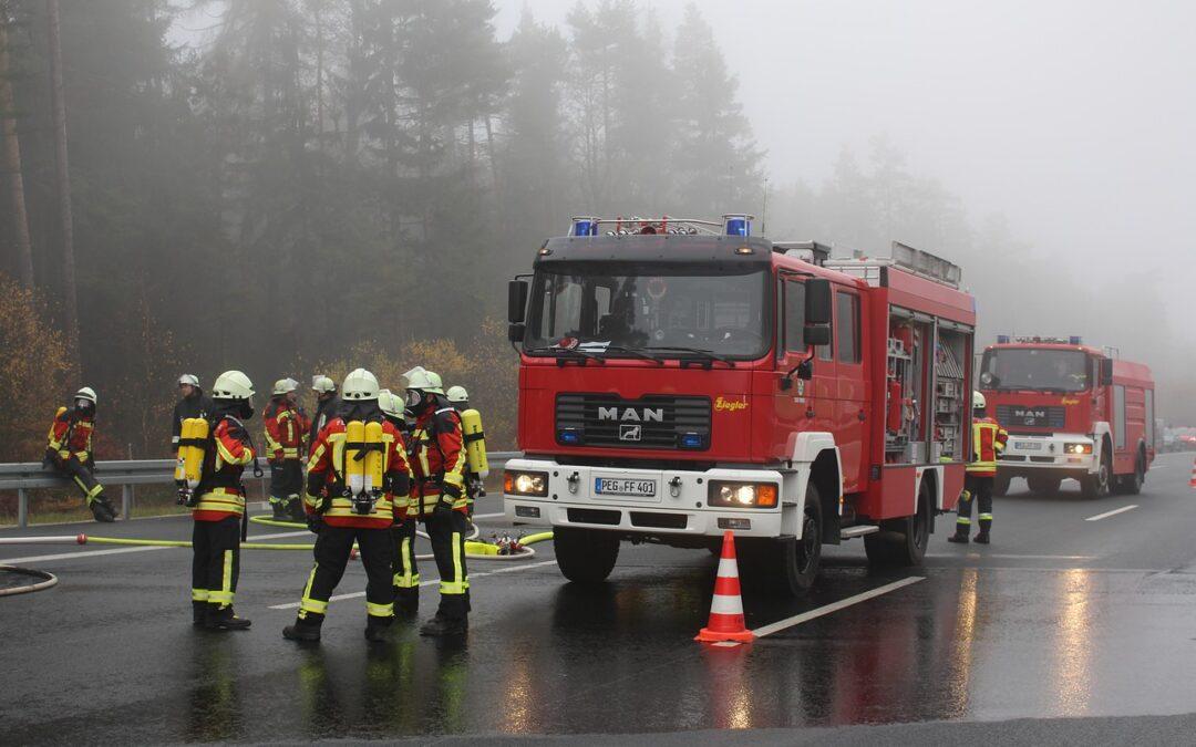 M1-es autópálya: Budapest felé kigyulladt egy kamion a biatorbágyi felhajtó után
