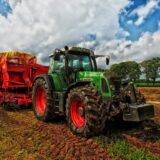 Csökkenti a kormány az őstermelők és a családi gazdaságok terheit