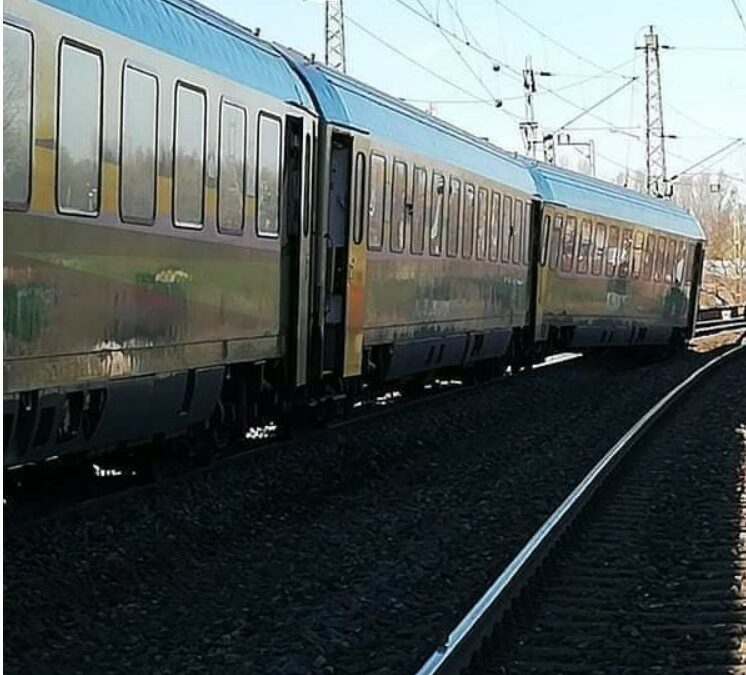 Baleset miatt jelentős késés a Budapest-Győr vonalon