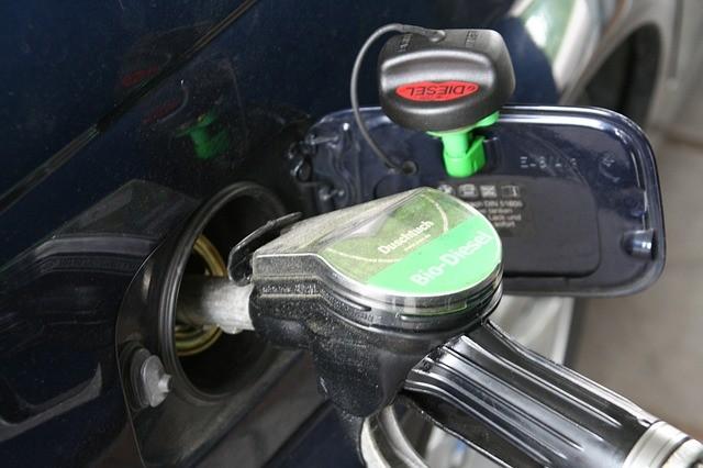 Péntektől újra emelkedik az üzemanyag ára