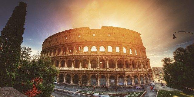 Olaszországban országos zárlatot léptetnek életbe hétfőtől