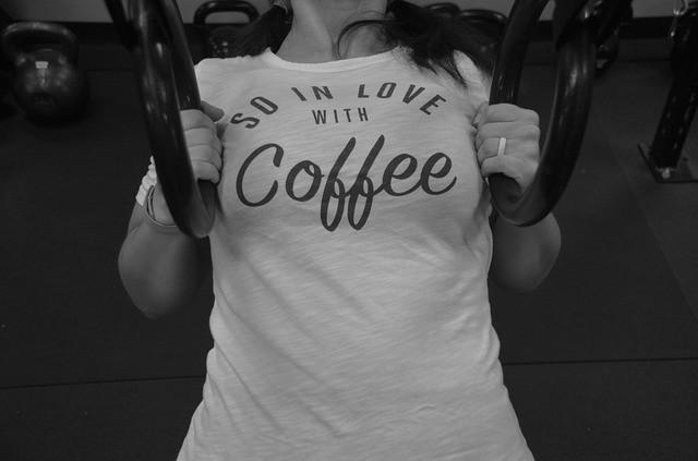 Fokozza a zsírégetést az edzés előtt fogyasztott erős kávé
