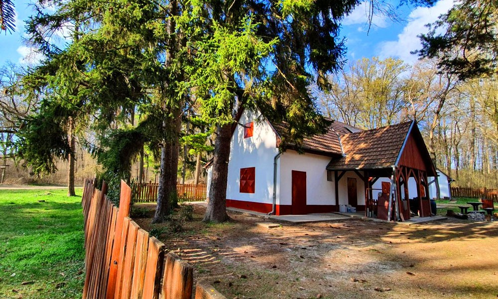 Mesebeli házikó a Budai-hegységben
