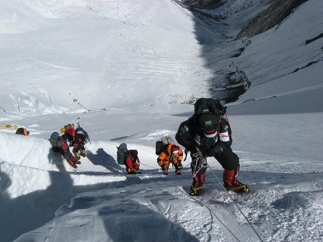 Elindult a Mount Everest meghódítására Varga Csaba