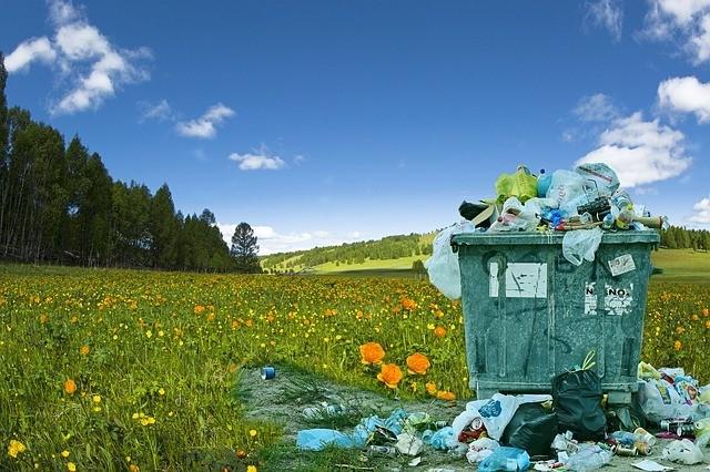 Illegális hulladéklerakót buktatott le a Magyar Közút kamerája
