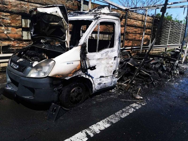 Porig égett egy teherautó az M7-es érdi szakaszán