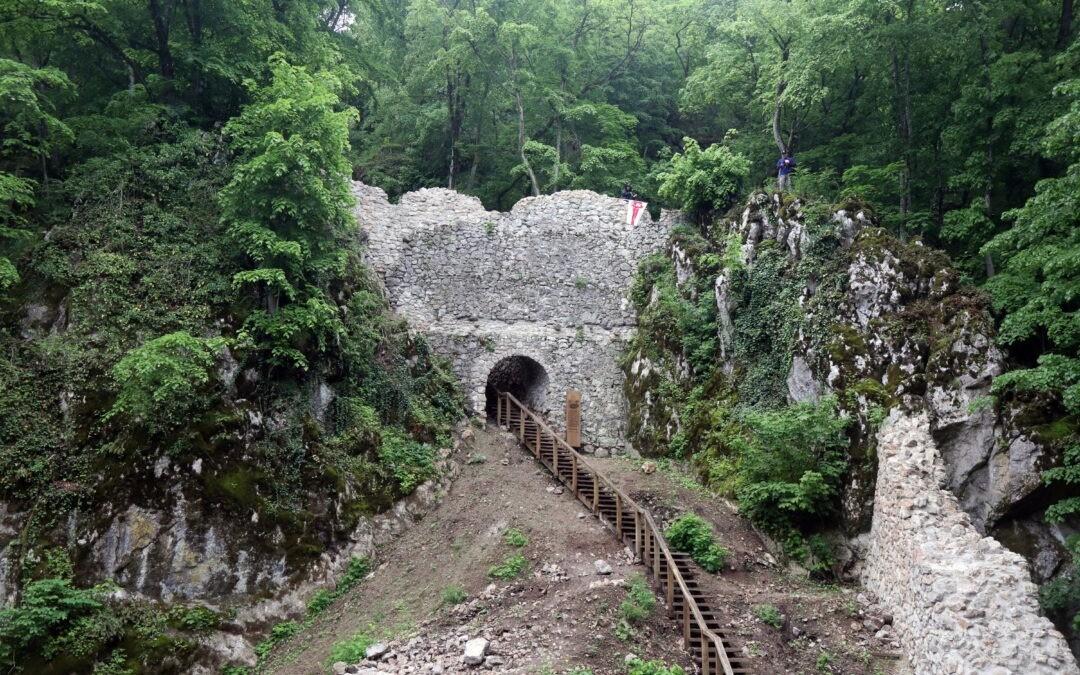 Átadták a szögligeti Szádvár felújított részét