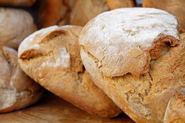 Drága lesz idén az eper és a cseresznye, júniustól a kenyér ára is emelkedhet