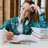 Hétfőtől visszatér a jelenléti oktatás az iskolákba és megszűnik a home office