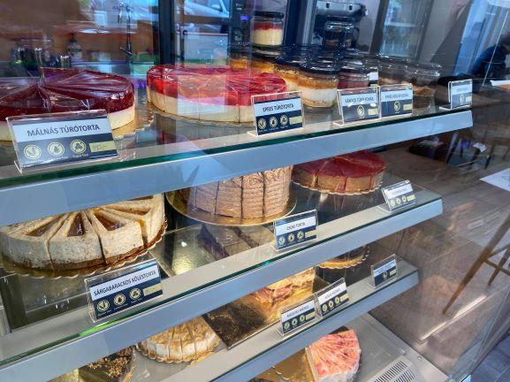 Mentes kávézó Siófokon – Sokféle süteménnyel!