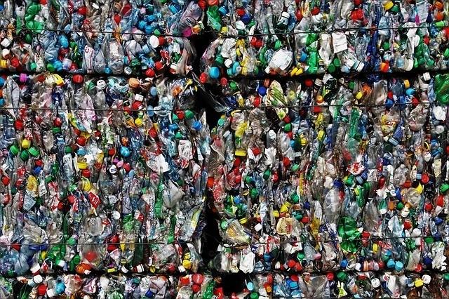 Az italcsomagolás visszaváltása hatékonyabbá teszi a PET palackok újrafeldolgozását